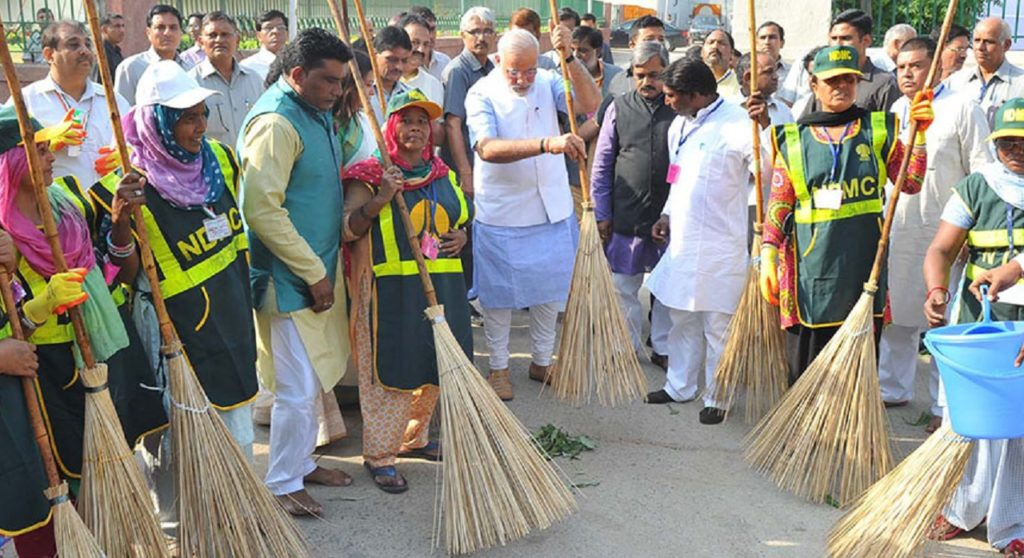 Modi-Swachh-Bharat_social