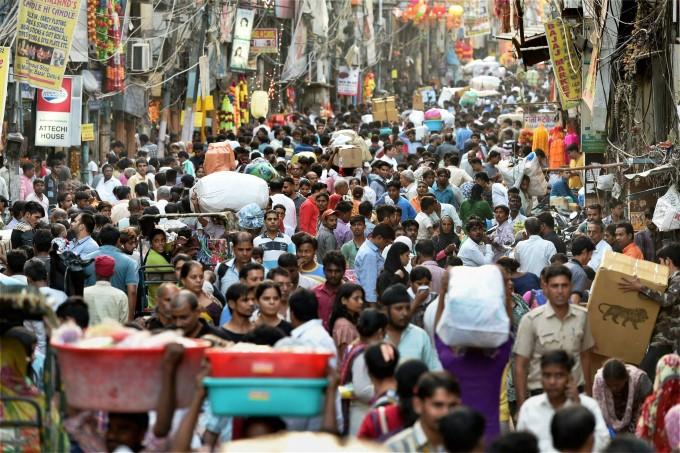 crowded delhi